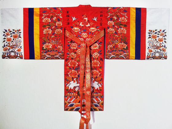 Princesses' royal robes during the mid and late Joseon Dynasty were embroidered with various colors and patterns, a symbol for longevity and good fortune. [PARK SANG-MOON]