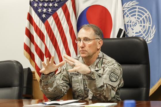 Incumbent U.S. Forces Korea Commander Gen. Robert Abrams at a press conference at the USFK headquarters in Pyeongtaek, Gyeonggi, last month. [YONHAP]