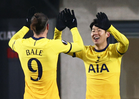Tottenham Hotspur's Son Heung-min celebrates with Gareth Bale after scoring their second goal against LASK at Linzer Stadion in Linz, Austria, on Dec. 3. [REUTERS/YONHAP]