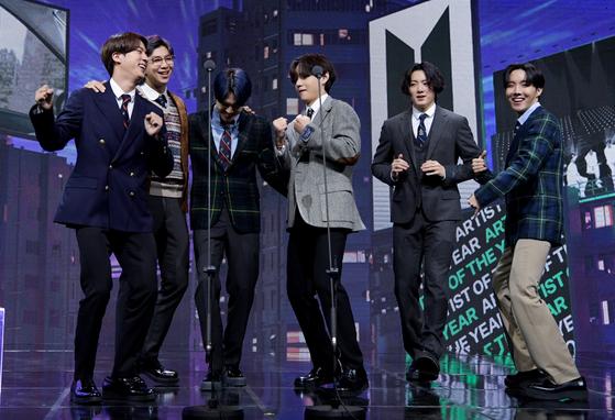 K-pop superstars BTS at the Melon Music Awards ceremony on Saturday. [MELON MUSIC AWARDS]