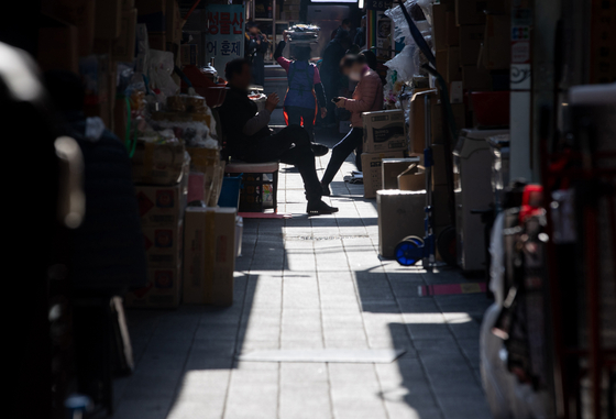 The empty alleyway of Namdaemun market in November. Due to the continuing Covid-19, the once traditional market that was crowded with tourists and local visitors have been struggling. [NEWS1]