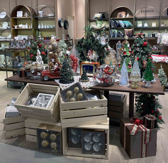 Christmas decorations available at Shinsegae Department Store's lifestyle brand Pishon. [SHINSEGAE DEPARTMENT STORE]