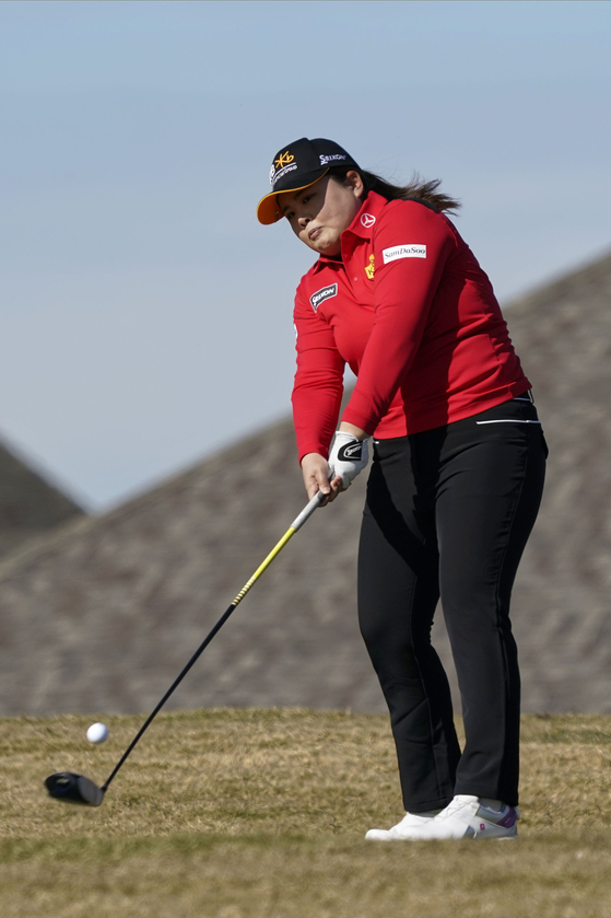 Park In-bee tees off on the second hole during the third round of the Volunteers of America Classic at the Old American Golf Club in The Colony, Texas, on Saturday. [AFP/YONHAP]