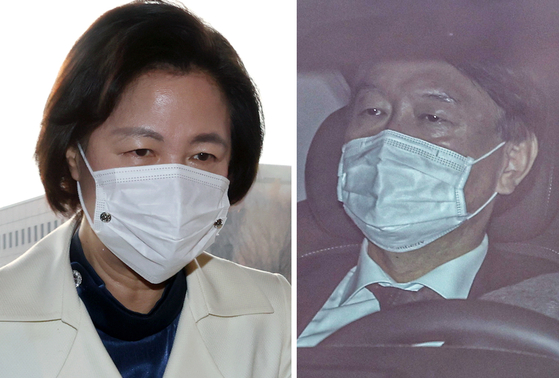 Justice Minister Choo Mi-ae, left, enters the Ministry of Justice on Monday morning. Around the same time, Prosecutor General Yoon Seok-youl, sitting in his car, enters the Supreme Prosecutors' Office on Monday.  [YONHAP]