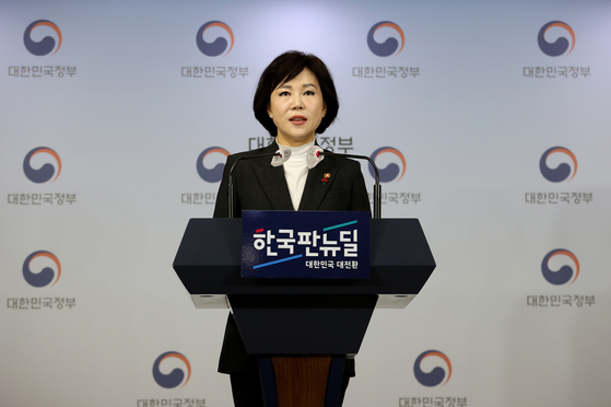 Jeon Hyun-heui, chairperson of the Anti-Corruption and Civil Rights Commission, announces the results of this year's Integrity Assessment Wednesday at a briefing in Seoul. [YONHAP]
