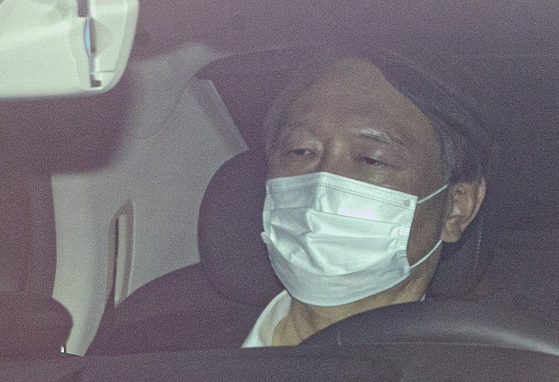Prosecutor General Yoon Seok-youl, sitting in a car, enters the Supreme Prosecutors' Office on Thursday. [YONHAP}