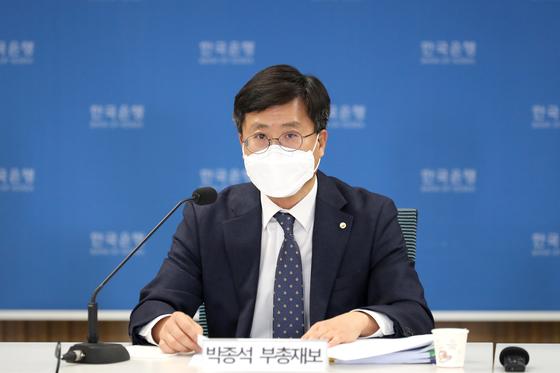 Park Jong-seok, deputy governor of the Bank of Korea, speaks during an online press briefing held Thursday. [NEWS1]