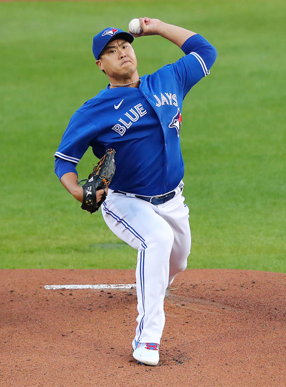 Ryu Hyun-jin of the Toronto Blue Jays throws a pitch during the first inning against the New York Yankees at Sahlen Field in Buffalo, New York on Sept. 24. [AFP/YONHAP]