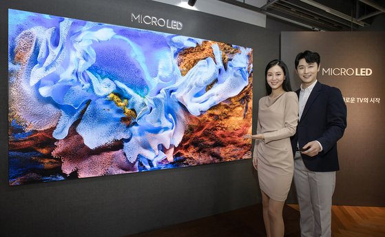 Models introduce Samsung Electronics 110-inch micro LED television at its retail store in Gangnam District, southern Seoul. [SAMSUNG ELECTRONICS]