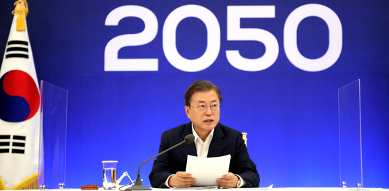 President Moon Jae-in announces his administration's ambitious plan to achieve zero carbon emissions by 2050 at the Blue House on Nov. 27. [JOINT PRESS CORPS]