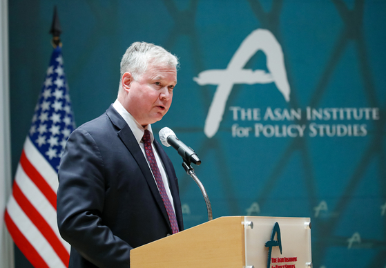 U.S. Deputy Secretary of State Stephen Biegun gives a speech at the Asan Institute for Policy Studies in central Seoul Thursday. [JOINT PRESS CORPS]