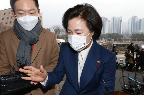 Justice Minister Choo Mi-ae enters the Gwacheon Government Complex on Thursday. [YONHAP]