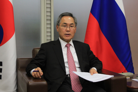 Woo Yoon-keun, former ambassador to Russia, will visit the country on Sunday as President Moon Jae-in's special envoy, the Blue House said Friday. [YONHAP]