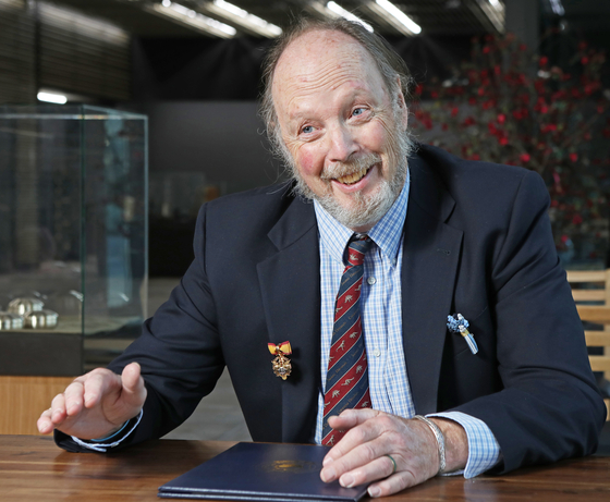 Paleontologist Martin Lockley, who is a professor emeritus at the University of Colorado in Denver, speaks with the Korea JoongAng Daily on Dec. 8. [PARK SANG-MOON]