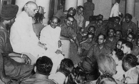 India's then-Prime Minister Jawaharlal Nehru speaking to members of the 60th Parachute Field Ambulance before their departure to Korea. [EMBASSY OF INDIA IN KOREA]