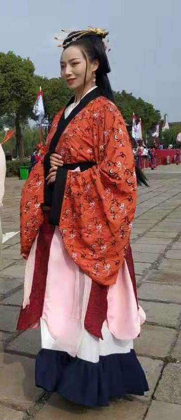 An image of hanfu, historical styles of clothing worn in China by the Han Chinese. [JOONGANG ILBO]