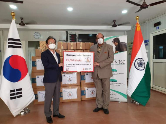 The Korean government delivers 25,000 masks to veterans in India in June 2020. The photo has been provided at the courtesy of Embassy of Korea in India. [YONHAP]