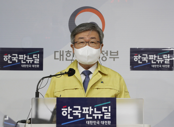 Employment and Labor Minister Lee Jae-kap announces plan on essential workers at the government complex in Seoul on Dec. 14. [YONHAP]