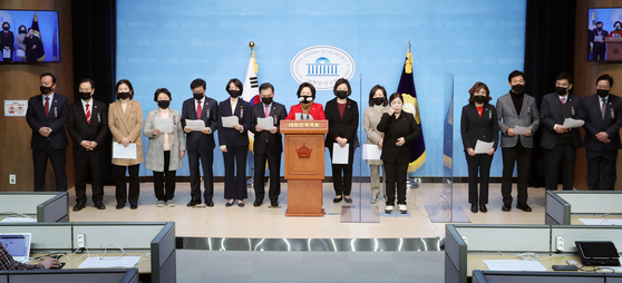 First-term lawmakers from the main opposition People Power Party hold a press conference Friday, vowing to filibuster the ruling party's bill to revise the National Intelligence Service. [YONHAP]