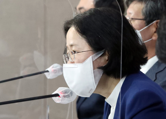 Fair Trade Commisson Chairwoman Joh Sung-wook at the press briefing held in Seoul in defending the three ″fair ecnoomy″ legislations on Nov. 16. [YONHAP]