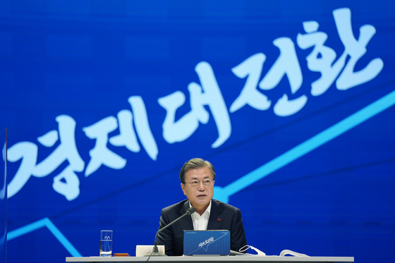 President Moon Jae-in attending the government 2021 economic plan briefing held at the Korea Chamber of Commerce and Industry in central Seoul on Thursday. [YONHAP]