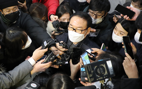 Chung Han-joong, a law professor who chaired the disciplinary process against Prosecutor General Yoon Seok-youl, answers reporters' questions on Wednesday. The panel issued a two-month suspension to Yoon.  [YONHAP]
