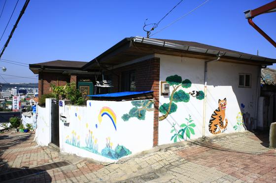Murals found at Suamgol Mural Village in Cheongju. [KOREA TOURISM ORGANIZATIN]