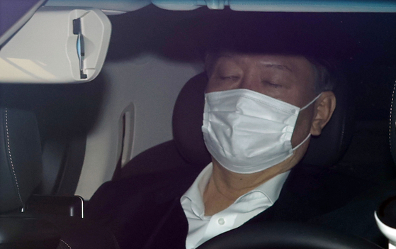 Prosecutor General Yoon Seok-youl sits in his car as it enters the Supreme Prosecutors' Office on Wednesday. [YONHAP]