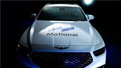 A G90 flagship sedan with the logo of the Motional brand. [YONHAP]