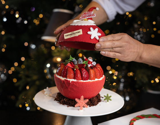 Kensington Hotels & Resorts' limited-edition Santa Ball Cake costs 79,900 won. [KENSINGTON HOTELS & RESORTS]