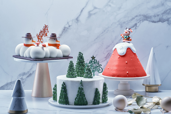 Grand InterContinental Seoul Parnas' newly launched Christmas cakes. They are available at 68,000 won ($62). [GRAND INTERCONTINENTAL SEOUL PARNAS]