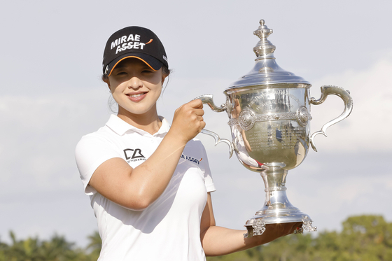 Kim Sei-young poses for a photo with the trophy after being named the Rolex Player of the Year this year on Sunday. [GETTY IMAGES/YONHAP]