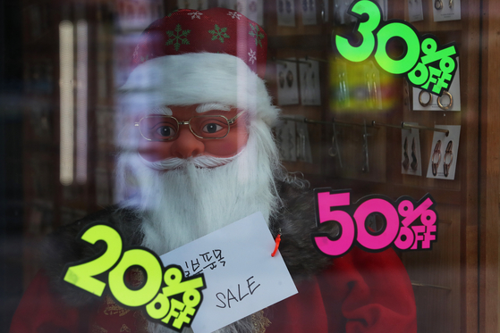 A store in Myeong-dong, central Seoul, remains closed on Monday although Christmas and New Year's Day are just around the corner. [YONHAP]