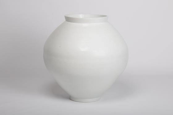 "Kim Jong Hun's ""White Porcelain Jar"" (2020) now on view at Hakgojae Gallery. [HAKGOJAE GALLERY]"