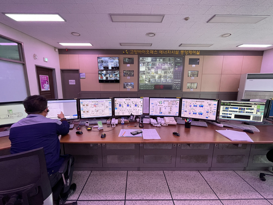 The control room of the Goyang Biomass Energy Facility in Goyang, Gyeonggi, which produces biogas from food waste. [GOYANG CITY GOVERNMENT]