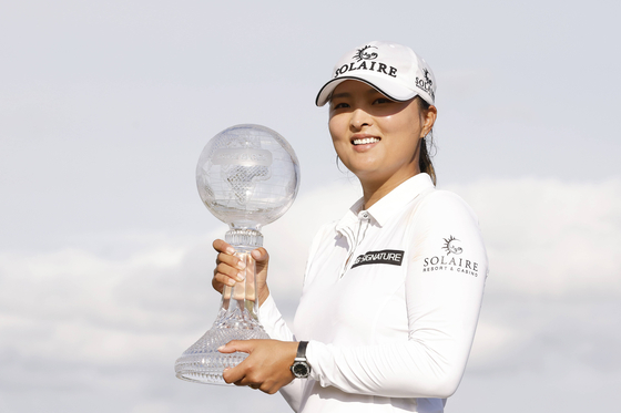 Ko Jin-young poses for a photo with the trophy after winning the CME Group Tour Championship at Tiburon Golf club in Naples, Florida, on Sunday. [GETTY IMAGES/YONHAP]