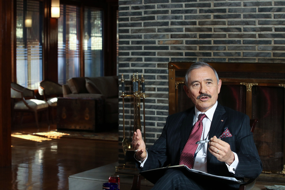 U.S. Ambassador to Korea Harry Harris in an interview at his residence with the JoongAng Ilbo in February. [WOO SANG-JO]