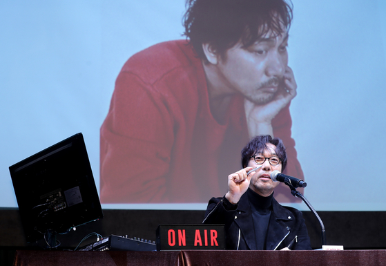 Korea's legendary singer Lee Moon-sae will resume his tour in March. [KMOON FND]