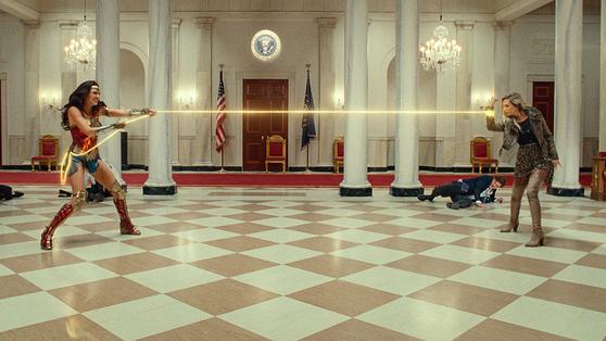 A scene from 'Wonder Woman 1984.″ [WARNER BROS KOREA]