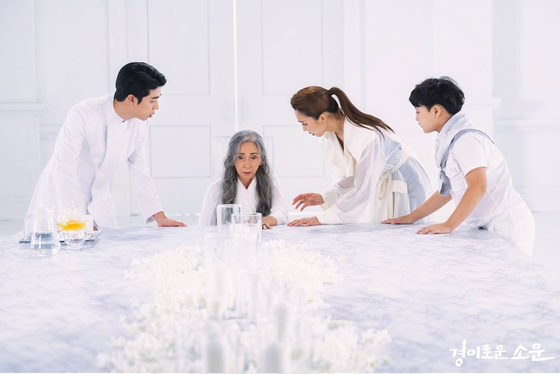 """TV drama """"The Uncanny Counter"""" has heroes who become """"counters"""" to find a way to reunite with their deceased family members and others that have passed. [OCN]"""