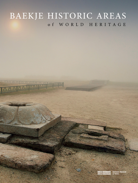 "The cover of the English-language catalog of ""Baekje Historic Areas of World Heritage."" [NATIONAL MUSEUM OF KOREA]"