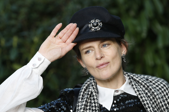 In this Jan. 23, 2018, file photo, model Stella Tennant poses during a photo call before Chanel Haute Couture Spring-Summer 2018 fashion collection presented in Paris. Tennant has died suddenly at the age of 50, her family said Wednesday. [YONHAP/AP]