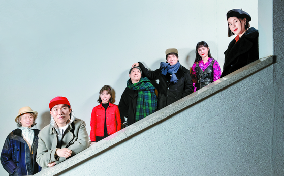 The band Leenalchi at the Music Creation Center for indie musicians in Mapo District, western Seoul, on Dec. 16. From left: Jang Young-gyu, Ahn Yi-ho, Shin Yu-jin, Jeong Jung-yeop, Lee Chul-hee, Lee Na-rae and Kwon Song-hee, [JUN MIN-KYU]