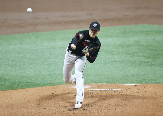 KT Wiz pitcher Bae Je-seong throws a pitch during the second round of the playoffs against the Doosan Bears at Gocheok Sky Dome in western Seoul on Nov. 13. [YONHAP]