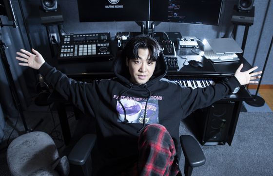 Rapper Lil Boi posing for a photo after the interview with JoongAng Ilbo at his studio in Samseong-dong, southern Seoul, on Dec. 22. [KWON HYUK-JAE]