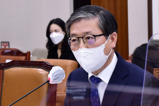 Byeon Chang-heum, the land, infrastructure and transport minister-nominee, speaks during his confirmation hearing at the National Assembly on Wednesday.  YONHAP]