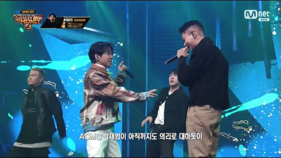 Scene from rapper Lil Boi's final round of the Mnet show ″Show Me the Money 9″ where he performed the song ″On Air″ with rappers Loco, Jay Park and Gray. [MNET]
