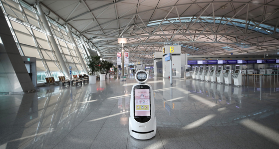 Incheon International Airport sits empty Monday as health authorities announced Korea's first detection of a highly transmissible coronavirus variant now sweeping Britain. [YONHAP]