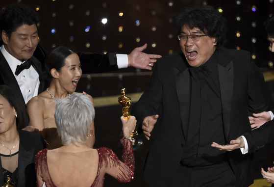 "Filmmaker Bong Joon-ho, far right, reacts as he is presented with the award for Best Picture for ""Parasite"" (2019) at the 92nd Oscars on Feb. 9 at the Dolby Theatre in Los Angeles. [AP/YONHAP]"