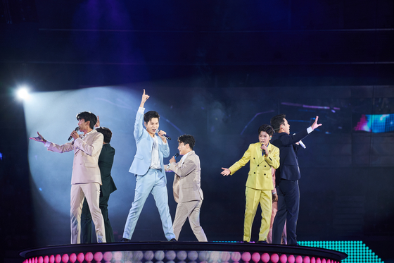 Mr. Trot concert will make two more stops from next month, one in Daegu in January and the other in Ilsan, Gyeonggi, in February, before wrapping up its tour across the country. [SHOW PLAY]